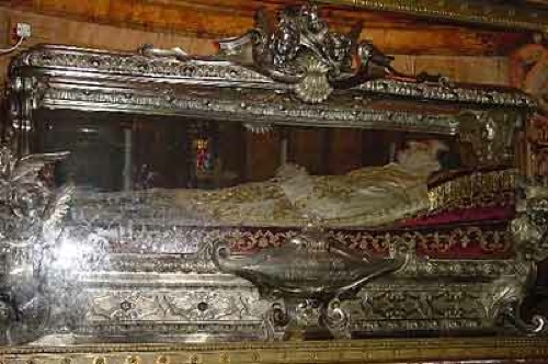 0817-3-The-Tomb-Of-St-John-Bosco-B