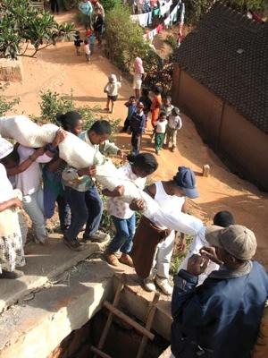 1207577124563 Madagaskar Herbegrafenis