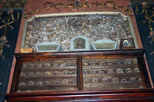 800Px-Img 5802 - Milano - Ossario Di San Bernardino Alle Ossa - Teschi Dei Giustiziati - Foto Giovanni Dall'orto - 17 Febr. 2007